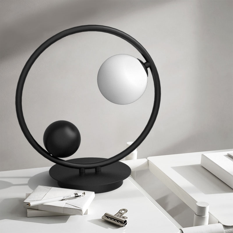 Circle 1 Light Table Light with Hand-blown Globe in Black/Brass